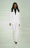 NUEVA YORK, NY - 12 DE SEPTIEMBRE: Un modelo camina la pista en el desfile de moda de Ralph Lauren Imágenes de archivo libres de regalías