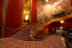 Nueva York, NY/Estados Unidos - febrero 15, 2015: Opinión interior del paisaje del Radio City Music Hall famoso de la señal fotografía de archivo