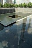 Nueva York, NY, los E.E.U.U. - 15 de agosto de 2015: World Trade Center y 9/11 monumento, el 15 de agosto de 2015 Imagen de archivo