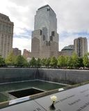 Nueva York, NY, 2017: Monumento en el punto cero N del World Trade Center Fotos de archivo