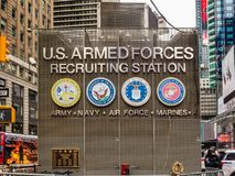 Nueva York, NY/United Estado-febrero 17, 2016: Times Square U S brazo imagenes de archivo