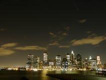 Nueva York por noche Foto de archivo libre de regalías