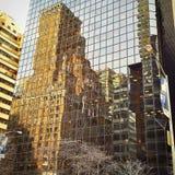 Nueva York vieja en el espejo Imagen de archivo libre de regalías