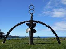 Nueva Zelanda: Monumento de Rainbow Warrior de la bahía de Matauri Imagen de archivo libre de regalías