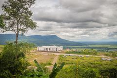 Nuevamente edificio del hotel turístico del casino en Chong Arn Ma, paso de frontera de Tailandés-Camboya (llamado un Ses en Camb imagen de archivo