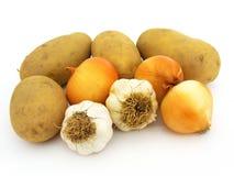 Nuevas cebollas del ajo y imágenes comunes de la patata Foto de archivo libre de regalías