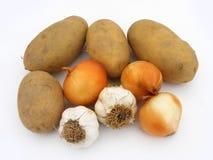 Nuevas cebollas del ajo y imágenes comunes de la patata Fotos de archivo