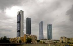 Nuevas cuatro torres en el horizonte de Madrid, Madrid fotos de archivo