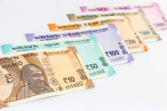 Nuevas de billetes de banco del indio 10, 50, 100, 200, 500 y 2000 rupias Fondo colorido del dinero