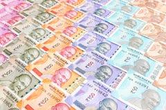 Nuevas de billetes de banco del indio 10, 50, 100, 200, 500 y 2000 rupias Fondo colorido del modelo del dinero del efectivo