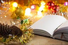 Nuevas entradas Lista de lío al Año Nuevo Lista de compras antes del Año Nuevo Foto de archivo