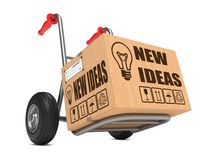 Nuevas ideas - camión de la caja de cartón a mano. Imagen de archivo libre de regalías