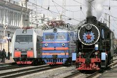 Nuevas locomotoras y locomotora de vapor vieja Fotografía de archivo libre de regalías