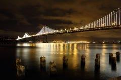 Nuevas luces del puente de la bahía Imagenes de archivo