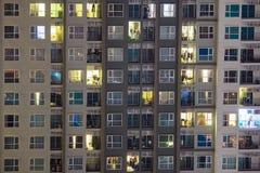 Nuevas propiedades horizontales en un mercado caliente donde construcciones de viviendas de highrise AR Fotografía de archivo libre de regalías