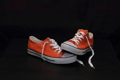 Nuevas zapatillas de deporte anaranjadas Foto de archivo libre de regalías