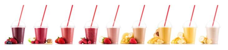 Nueve gustos del smoothie en taza plástica fotos de archivo libres de regalías