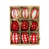 Nueve huevos de Pascua en rectángulo de madera Imagen de archivo
