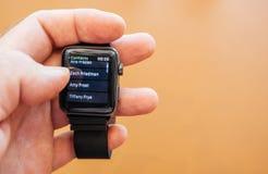 Nuevo Apple mira serie 3 contactos app del número de teléfono del número del dial fotografía de archivo libre de regalías