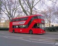 Nuevo autobús rojo de Londres imágenes de archivo libres de regalías