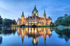 Nuevo ayuntamiento de Hannover por la tarde Imágenes de archivo libres de regalías