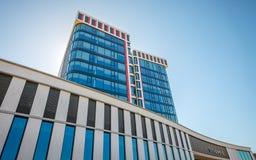 Nuevo ayuntamiento de la ciudad holandesa de Almelo Países Bajos Imagen de archivo libre de regalías