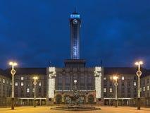 Nuevo ayuntamiento de Ostrava en la iluminación de la Navidad, checo con referencia a Foto de archivo