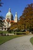 Nuevo ayuntamiento la ciudad en Hannover fotos de archivo