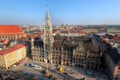 Nuevo ayuntamiento y Marienplatz, Munich, Alemania Imagen de archivo libre de regalías