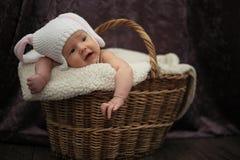 Nuevo bebé del borng en cesta Imagen de archivo libre de regalías