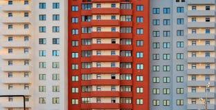 Nuevo bloque de construcción de las viviendas Fotos de archivo libres de regalías