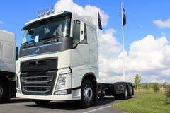 Nuevo camión blanco de Volvo FH Foto de archivo