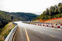 Nuevo camino construido entre Grosseto y Siena en Toscana, Italia foto de archivo libre de regalías