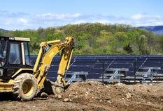 Nuevo campo solar bajo construcción Imagenes de archivo
