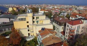 Nuevo cine central entre edificios viejos en el Pomorie búlgaro Imágenes de archivo libres de regalías