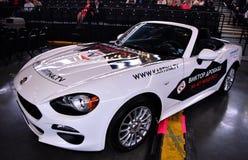 Nuevo coche como premio para el ganador de lotería durante el 50.o concierto del cumpleaños del año de Viktor Drobysh en Barclay  Foto de archivo libre de regalías