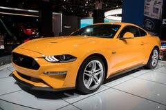 Nuevo coche 2018 de deportes de Ford Mustang GT del amarillo Foto de archivo libre de regalías