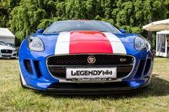 Nuevo coche de Jaguar en colores de la bandera británica Fotografía de archivo libre de regalías