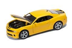 Nuevo coche deportivo modelo amarillo Fotografía de archivo