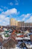 Nuevo complejo residencial, construido al lado del viejo cuarto residencial Tula, Rusia imagenes de archivo