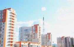 Nuevo con la torre de la TV en la costa krasnoyarsk Fotos de archivo