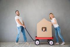 Nuevo concepto móvil casero de la casa del día de la familia fotos de archivo libres de regalías