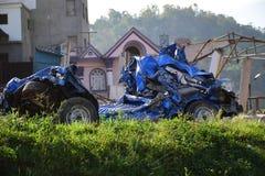 Nuevo daño del coche después del desastre del terremoto Imagen de archivo libre de regalías