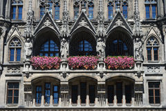Nuevo detalle de la arquitectura de ayuntamiento en Marienplatz, Munich, alemana Fotografía de archivo libre de regalías