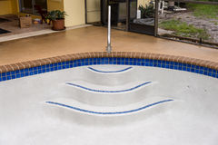 Nuevo detalle de la escalera de la piscina Imagenes de archivo