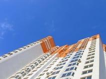 Nuevo edificio anaranjado colorido, éxito Foto de archivo libre de regalías