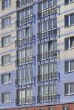 Nuevo edificio con un balcón francés Imágenes de archivo libres de regalías