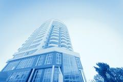 Nuevo edificio contra el cielo Foto de archivo libre de regalías