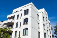 Nuevo edificio de apartamentos Fotografía de archivo libre de regalías