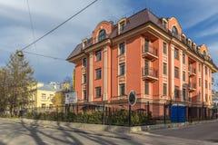 Nuevo edificio de apartamentos moderno de la élite en el distrito histórico de Novaya Derevnya en St Petersburg Fotos de archivo libres de regalías